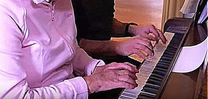 hands-on-the-piano